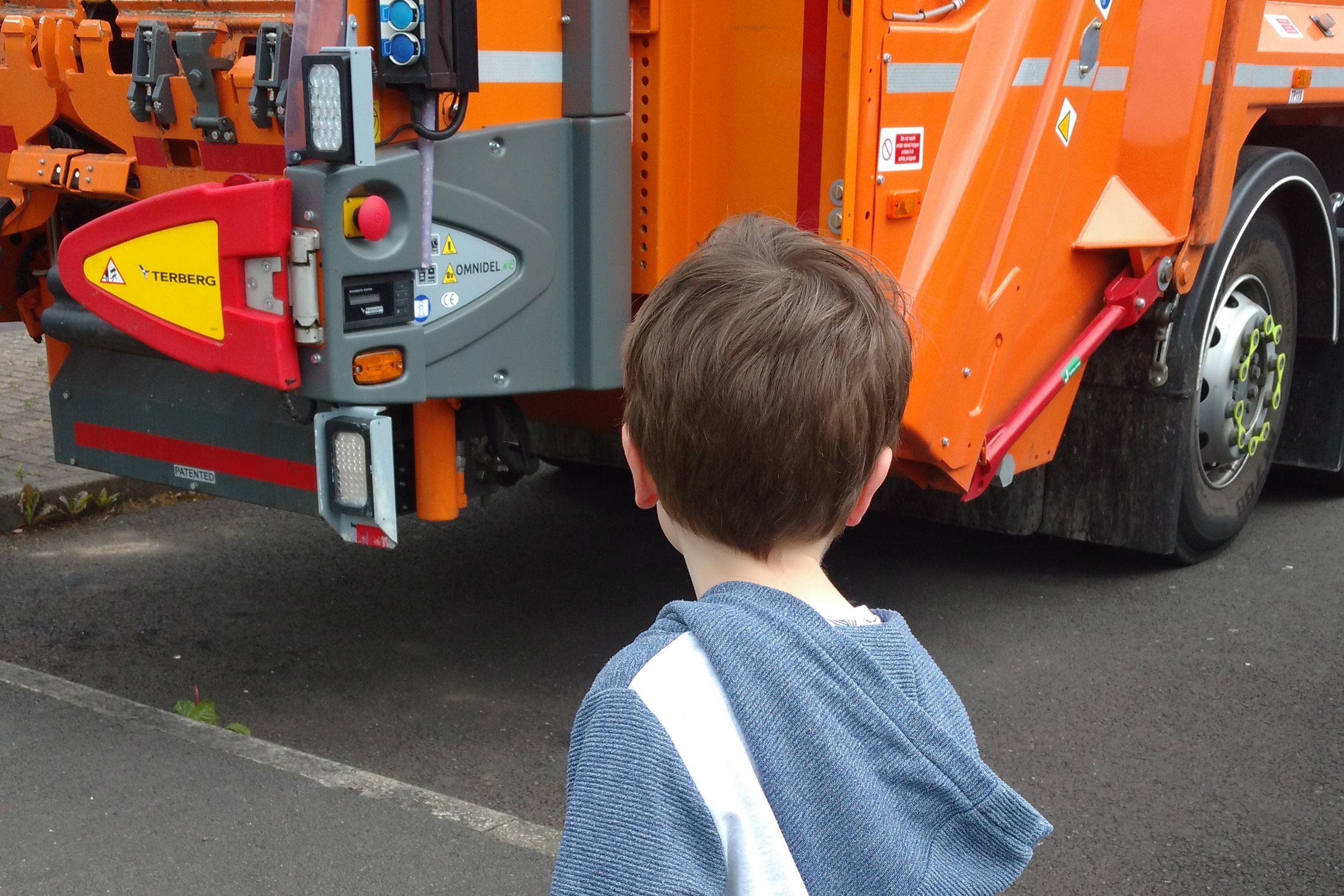Jonah and the bin lorry