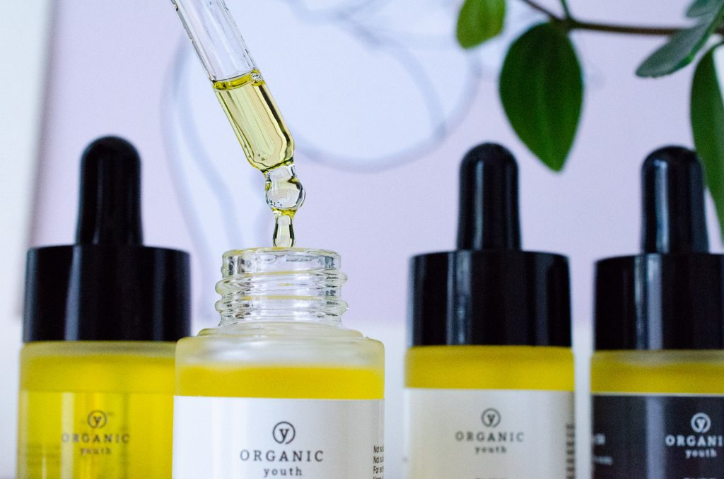 Everglow Organic Face Oil coming from its dropper